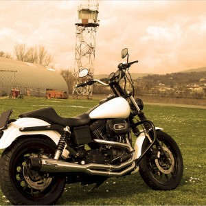 Harley Davidson® Dyna with polish 2:1 Mohican Exhaust system and carbon end cap