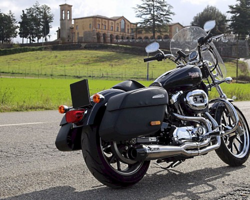Harley Davidson® Touring with polish 2:1 full Mohican Exhaust system and carbon end cap