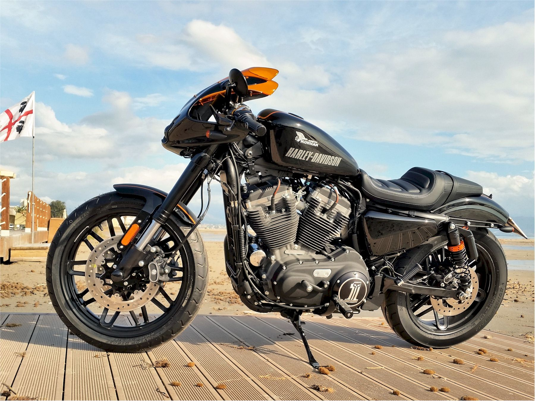 Special Harley Davidson® 883 with black Mohican Exhaust Full system